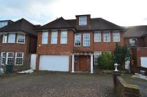 6 bedroom Detached house in Fairholme Close, Finchley