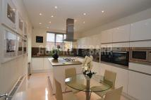 7 bed semi detached home to rent in Ravenscroft Avenue...
