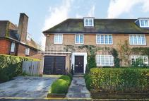 6 bed semi detached property in Southway...