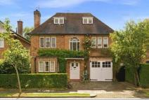 6 bedroom Detached property in Litchfield Way...
