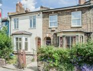 4 bedroom house in Brookfield Road, Hackney...