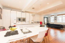 Flat to rent in Radnor Street, London...