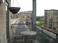 2 bed Flat in Walnut Court...