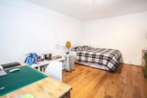 Flat to rent in Meridian Court...