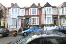 2 bedroom Flat in Gunton Road, Clapton, E5
