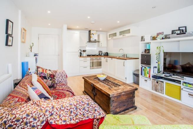 bedroom flat to rent in shore road london fields e9 e9