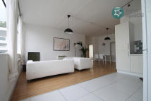 4 bed Flat in Long Street, Shoreditch...