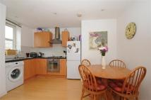 2 bedroom Flat to rent in Queensbridge Road...