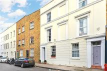 3 bedroom property in Seymour Walk, London...