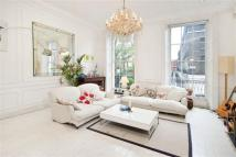 5 bed house in Connaught Square, London...