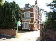 Flat in Ampthill Road, Bedford...