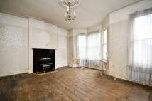 3 bedroom Flat in Holmewood Road, Brixton...