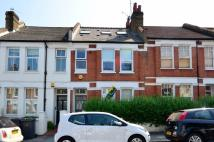 2 bedroom Flat in Kingswood Road...
