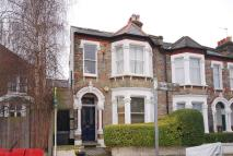 Studio apartment in Holmewood Road, Brixton...