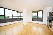 Flat to rent in New Park Road, Brixton...