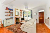 3 bedroom home in Mandrell Road, Brixton...