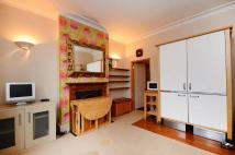 Flat to rent in Kingswood Road, Brixton...