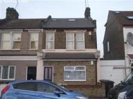 Flat to rent in Brookscroft Road...