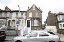 3 bedroom Flat in Park Road, Leyton