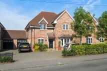 5 bed Link Detached House in Bells Hill, Stoke Poges...