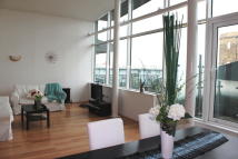 Apartment to rent in Hopton Road, London, SE18