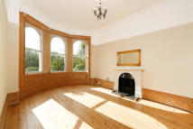 2 bed Apartment in Rosslyn Road, Twickenham...
