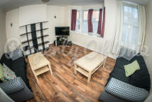 Flat to rent in Lenton Boulevard, Lenton...