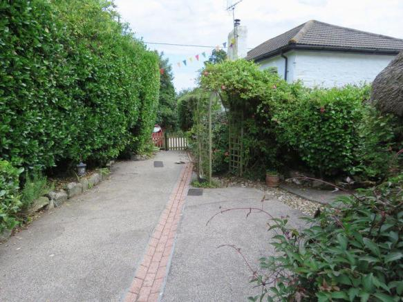 Front Path / G...