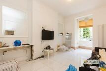 2 bedroom Flat to rent in Hazlitt Road, Kensington...