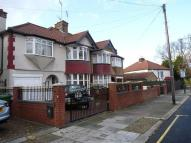 1 bedroom semi detached house to rent in Park Avenue Willesden...
