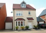 Detached property to rent in Tadley, Hampshire