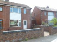 2 bedroom semi detached property in Hawthorn Crescent, Shaw...