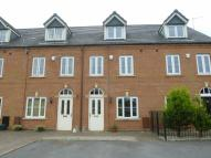 3 bed Town House in Twingates Close, Shaw...