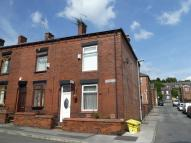 2 bed End of Terrace property to rent in Smith Street, Lees...