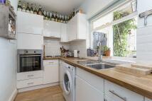 2 bedroom Flat to rent in Bolingbroke Grove...