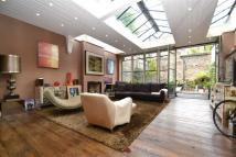 Town House for sale in Princelet Street, E1