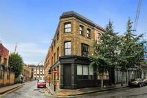 Scrutton Street Town House to rent