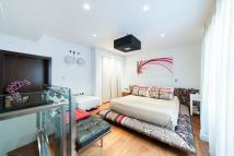 Flat in Lancaster Gate, London...