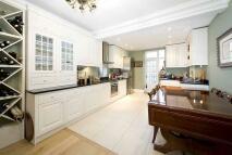 2 bedroom Flat in Sussex Gardens, London...