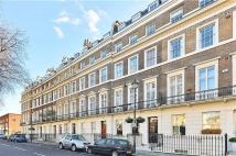 Hyde Park Square Flat to rent