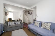 3 bed End of Terrace house to rent in Buckingham Road, London...