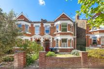 2 bedroom Flat in Wrentham Avenue, London...