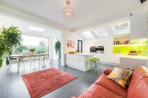 5 bedroom End of Terrace property in Wrentham Avenue, London...