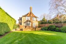 4 bedroom Detached house in Manor Road, High Barnet...