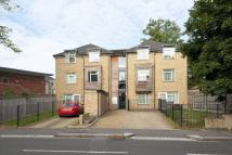 Flat to rent in York Road, East Barnet...
