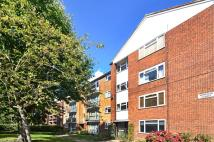 Flat to rent in Windsor Court, Southgate...