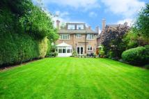 5 bed Detached house in Wood Street, High Barnet...