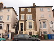 2 bedroom Flat to rent in Lordship Lane, London...