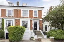 4 bed property in Springfield Road, London...