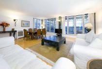 Flat to rent in Swan Court, City Quay...